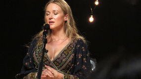 Juveln utförde några av hennes största slag för iHeartRadioen Live In New York Arkivbilder