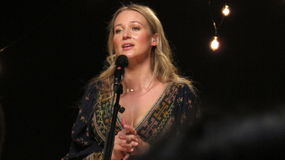 Juveln utförde några av hennes största slag för iHeartRadioen Live In New York Royaltyfria Bilder