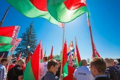 Juventud no identificada de los controles patrióticos de Brsm del partido Foto de archivo libre de regalías