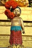Estátua da juventude dourada foto de stock
