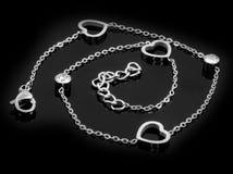juwel Das Armband der Frauen mit Herzen 375 Magnumrevolver stockfotografie