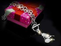 Juwel - Luxushalskette für Frauen stockfoto