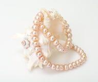 Juwel von rosa Perlen stockfotos
