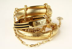Juwelen, armbanden en kettingen Stock Foto's