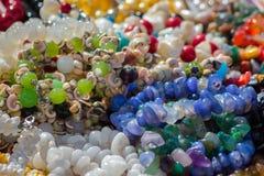 Juwelen, armbanden van stenen royalty-vrije stock afbeeldingen