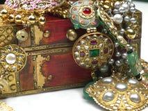 Juwelen in de juwelendoos stock foto's