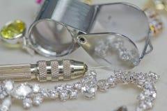 Juwelen die hulpmiddelen herstelt stock fotografie