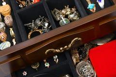 Juwelen in doos stock afbeelding