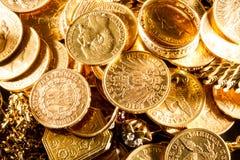 Juwelen en gouden muntstukken Stock Afbeelding