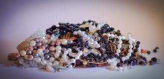 juwelen, kostuumjuwelen en luxe Royalty-vrije Stock Afbeeldingen