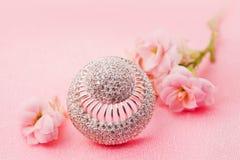 Juwelen met brilliants en bloemen royalty-vrije stock foto