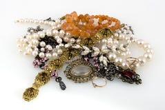 Juwelen op een witte achtergrond Stock Foto's