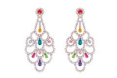 Juwelen op een witte achtergrond De premie van vrouwen` s oorringen met edelstenen Isoleer Juwelen Briljant vector illustratie