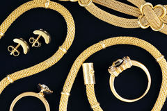 Juwelen op gevoeld stock foto