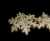 Juwelen in zwarte rug Stock Foto's