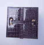 juwelendoos of de doos van leerjuwelen op achtergrond royalty-vrije stock foto