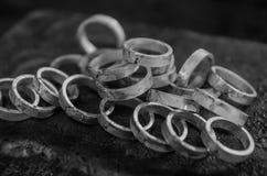 Juwelenfabriek en Ontwerp juwelenproductie van trouwringen royalty-vrije stock foto's