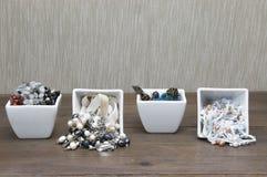 Juwelenmengeling in ceramische platen Royalty-vrije Stock Foto
