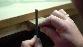 Juwelier macht einen Schmuck stock footage