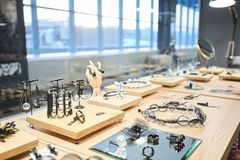 Juweliergeschäft-Anzeige stockfotografie