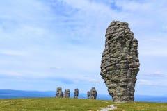 Juzgado de las siete maravillas de Rusia, las formaciones de roca de Manpupuner es una atracción popular en Rusia foto de archivo libre de regalías