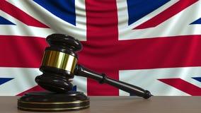 Juzgue el mazo del ` s y bloquéelo contra la bandera de Gran Bretaña Animación conceptual de la corte británica ilustración del vector