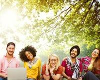 Jóvenes Team Together Cheerful Concept de los adolescentes Imagen de archivo libre de regalías