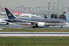 Jy-blaat Royal Jordanian-Luchtvaartlijnen, Boeing 787-8 Dreamliner royalty-vrije stock foto's
