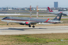 JY-EMA Royal Jordanian Embraer 190-200LR Photo libre de droits