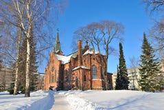 Jyvaskyla Finland. Parkera och stadskyrkan Royaltyfria Bilder