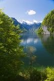 Königssee z górami i odbiciem Fotografia Stock