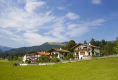 Kössen en las montañas, Austria Fotos de archivo