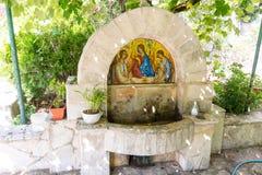 Källa av den Rezevici för heligt vatten kloster, Montenegro Petrovac Royaltyfri Fotografi