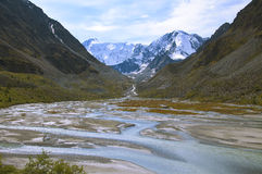 Källan av floden Ak-Kem i Altaien Royaltyfri Foto