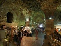 Källare av den Diocletian slotten Arkivfoto