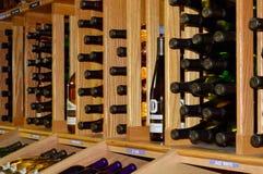 källarecognacen flankerar oaken där wine Royaltyfria Foton
