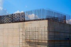 Källarekolonn för förstärkt betong för drevbro Royaltyfri Foto