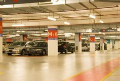 källareparkeringshus Arkivbilder