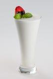 Kälte gefrorenes Getränk mit Jogurtaroma Lizenzfreie Stockbilder