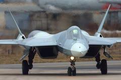 Kämpe för stråle för femte utveckling för Sukhoi T-50 051 BLÅ ryss på den Zhukovsky - Ramenskoe flygplatsen Arkivfoto