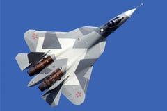Kämpe för stråle för femte utveckling för Sukhoi T-50 PAK-FA 051 BLÅTT av ryssflygvapen som utför demonstrationsflyg i Zhukovsky Fotografering för Bildbyråer