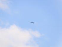 kämpeflyg i himlen Militärt flygplan av den 4th utvecklingen Royaltyfri Fotografi