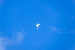 kämpeflyg i himlen Militärt flygplan av den 4th utvecklingen Royaltyfri Foto