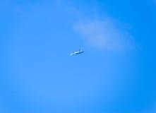 kämpeflyg i himlen Militärt flygplan av den 4th utvecklingen Royaltyfria Bilder