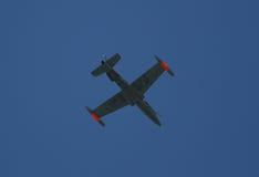 Kämpeflygplan i himlen Royaltyfri Bild