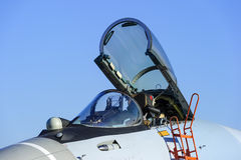 Kämpen sprutar ut cockpiten Royaltyfria Bilder