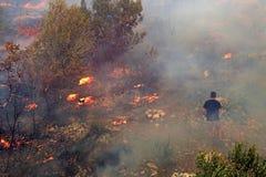 Kämpfen mit dem verheerenden Feuer Stockfotos