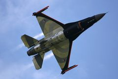 Kämpfender Falke F16 lizenzfreie stockfotos