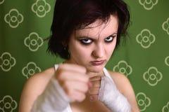 Kämpfendes konkurrenzfähiges Mädchen Stockfoto