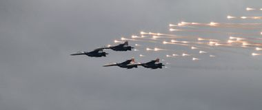 Kämpfer MiG-29 feuert einen Flugkörper ab Stockbild